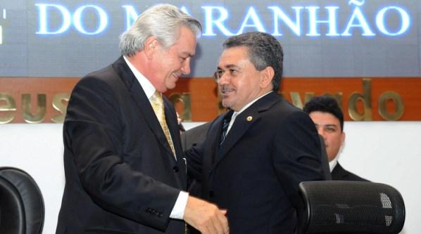 Arnaldo Melo recebe o carinho do deputado Antônio Pereira.