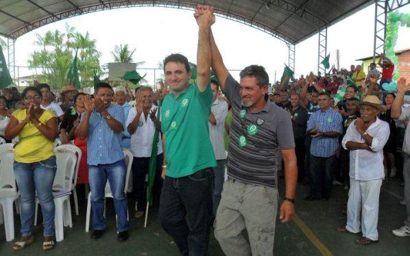 Emilio Weba recebe o carinho da população de Presidente Médici.