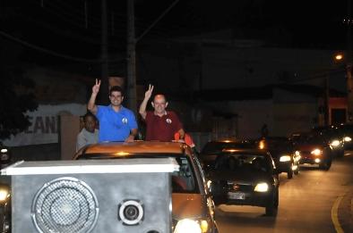 Gil e Eudes durante carreata que percorreu as ruas de Ribamar.
