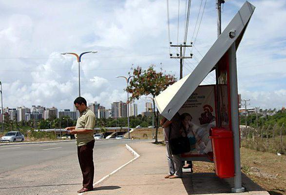 Para de ônibus em frente a Dalcar do Cohafuma,