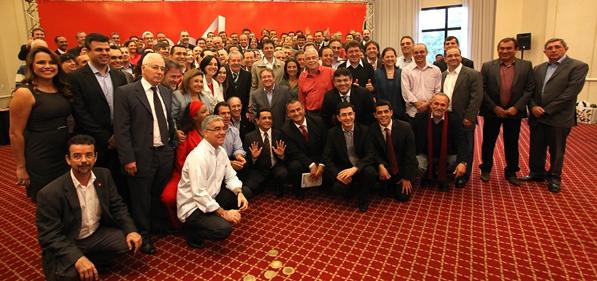 Lula se reune para afirmar que vai participar da campanha dos candidatos do PT.