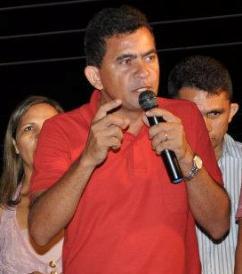 Vilson Andrade discursando para população de Gonçalves Dias.