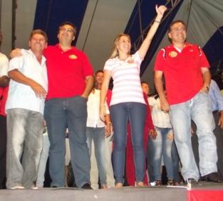 Flávio Dino participa do primeiro comício de Talita.