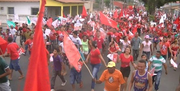 Iracema mostra força política em passeata.