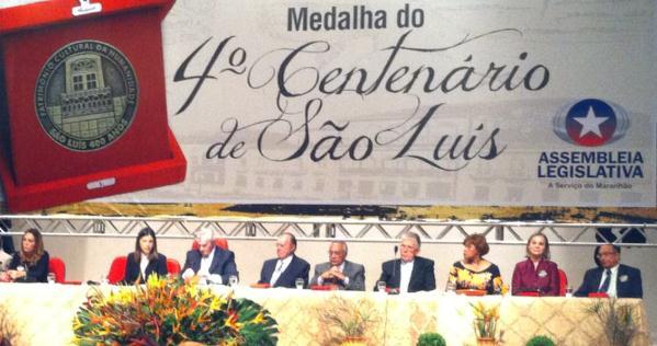 A mesa composta pela governadora Roseana Sarney, o presidente da Assembleia, Arnaldo Melo, entre outras autoridades.