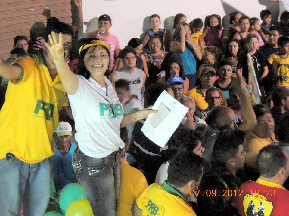 A prefeita e candidata à reeleição, Tina Monteles arrasta multidão em festa na cidade de Anapurus.