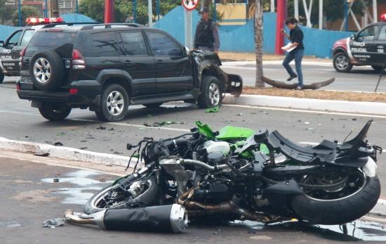 Velocímetro da moto parou em uma velocidade de 130 Km/h.