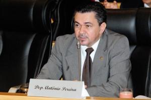 Deputado licenciado Antônio Pereira.