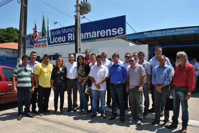 Gil e Luis Fernando com os prefeitos no Liceu Ribamarense I.