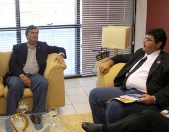 Flávio Dino reunido com Macieira.