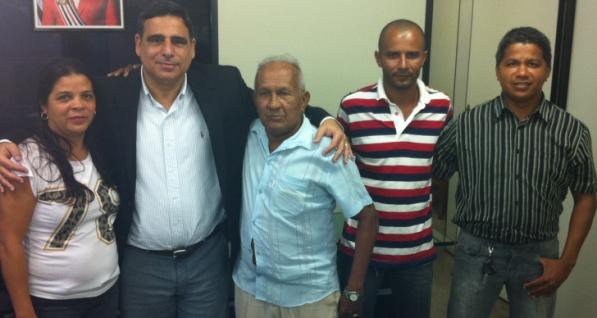 Max Barros recebeu Olegário Ribeiro e moradores do Vinhais Velho  para finalizar acordo na Sinfra