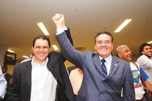 A união de Edivaldo Holanda Júnior e Roberto Rocha.