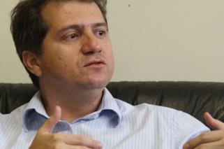 Simplício Araújo.