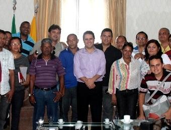 Edivaldo Holanda Júnior em reunião.
