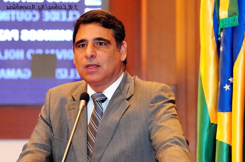 Max Barros sai em defesa do prefeito de Ribamar.