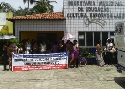 Professores devem deliberar greve após assembleia.