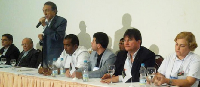 Lobão em discurso no encontro do PMDB.