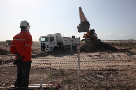 Obras de terraplanagem da Refinaria Premium