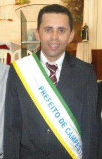 Prefeito de Campestre Valmir Morais.