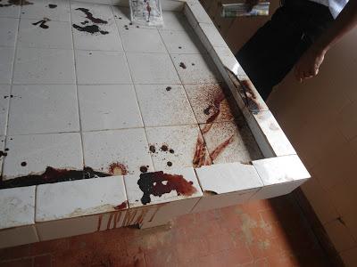 Pedra está suja de sangue há mais de uma semana