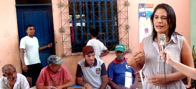 Primeira-dama de Santa Inês, Luana Costa, reunida com moradores  da zona rural do município