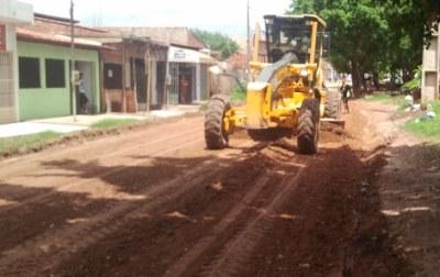 Máquinas da prefeitura iniciaram o trabalho de recuperação da via nesta segunda-feira.