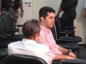 Gláucio Alencar e José Miranda aguardam depoimentos (Foto: Clarissa Carramilo/G1)
