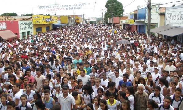 Polulação participou do manifesto contra a Portaria da demarcação de terras.