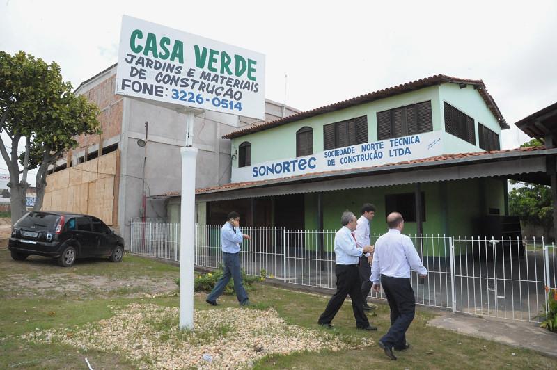 Deputados encontraram uma escola comunitária no lugar do Clube de Mães, durante a vistoria