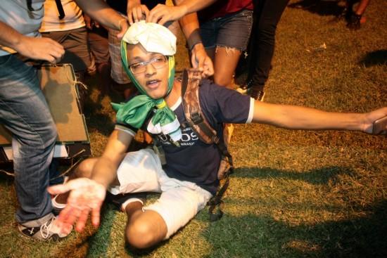 Estudante agredido por PMs (Foto: Blog do Louremar).
