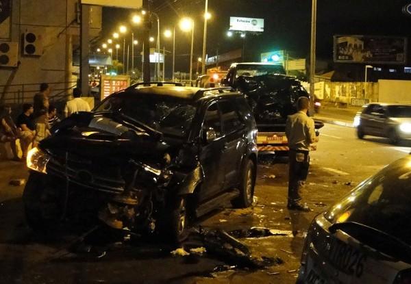 Motorista perdeu controle de carro e bateu em mais dois veículos. (Foto: George Batista)