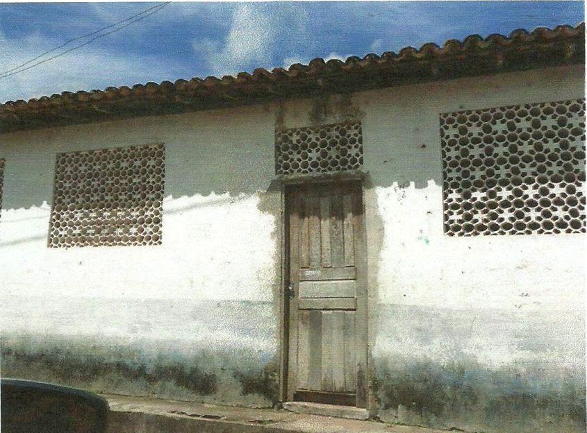 Escola do Povoado Novo Belém está fechada e abandonada