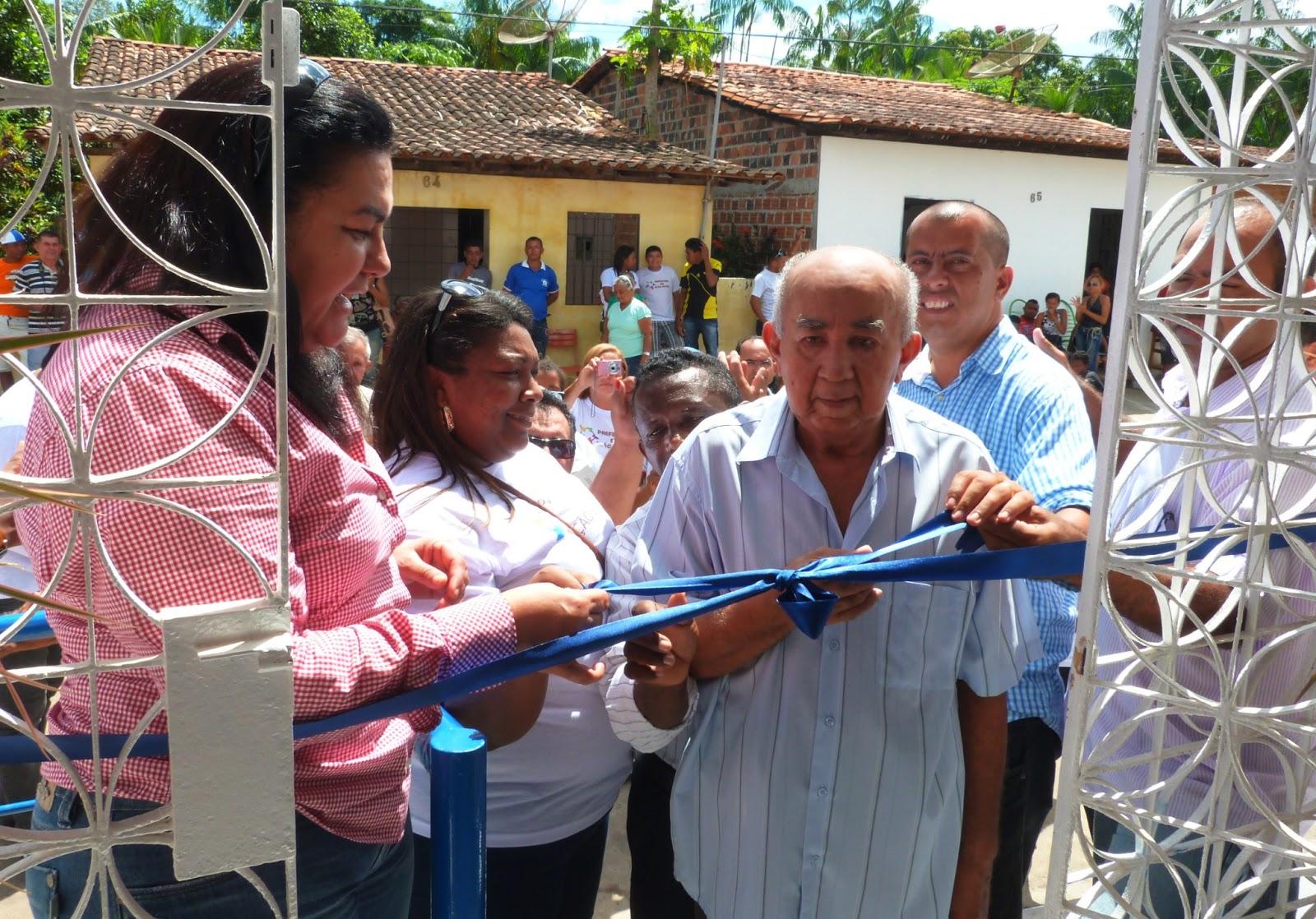 Prefeita de Rosário em inauguração.