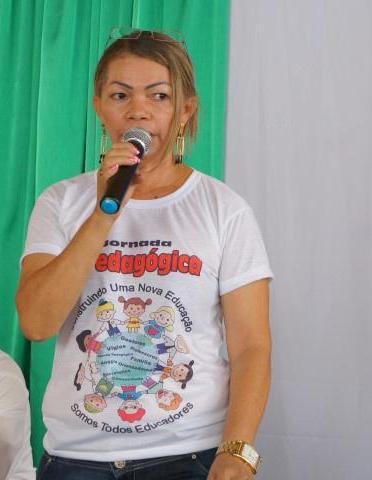 Secretária de Educação Maria José.