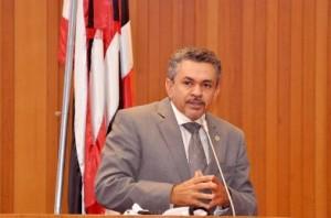Antõnio Pereira na tribuna da Assembleia