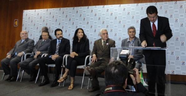 Secretário Ricardo Guterres toma posse no FNSE em solenidade com a presença do ministro Edison Lobão, governador Agnelo Queiroz, senadores, empresários entre outras autoridades.