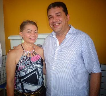 Maria José ao lado do prefeito.