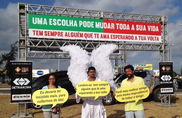 Atores devidamente caracterizados do Grupo Grita também participaram da ação.