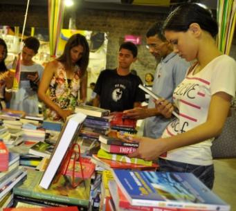 Até o dia 06 de outubro, a Feira abrigará atividades diárias e exposição e comercialização de livros.