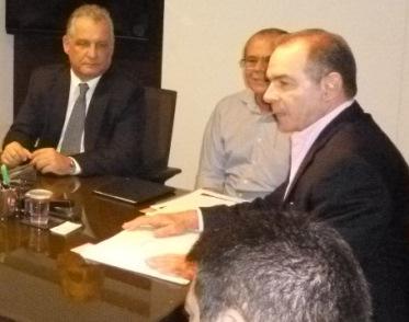 Ricardo Archer, ao lado de Hildo Rocha e João Abreu no ato de posse realizado no gabinete da Casa Civil.