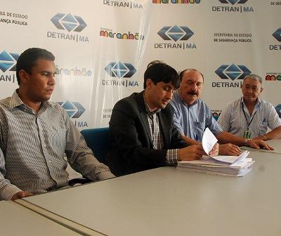 Diretor Geral do Detran-MA, André Campos assina ordem de serviço do novo espaço da vistoria.