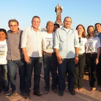 Secretário Luis Fernando Silva, deputado César Pires, prefeita Luísa Rocha e demais autoridades no festejo de São Francisco de Assis.