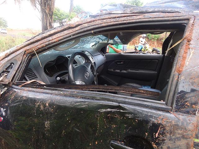 A caminhonate teve avarias principalmente nas portas e o parabrisa destruido. Foto: Aldo Manoel/ Divulgação