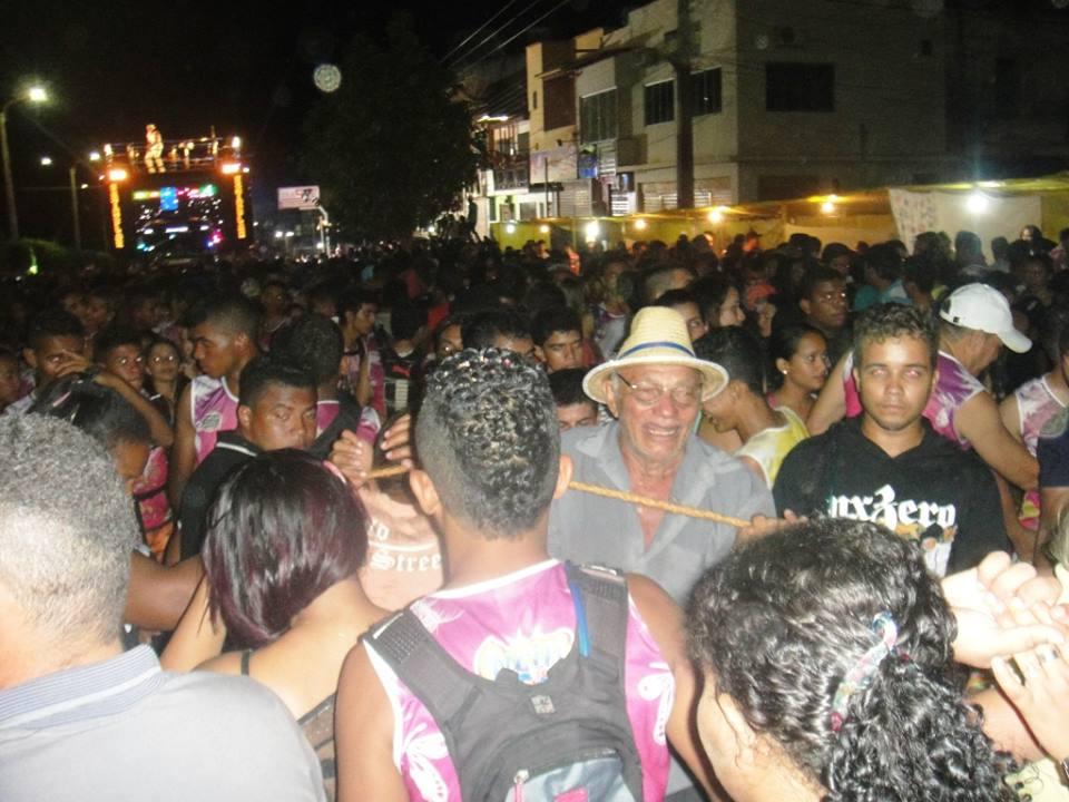 População participando da festa