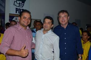 O deputado federal Weverton Rocha, Hilton Gonçalo e o deputado estadual Carlinhos Amorim no Encontro Regional do PDT em Pinheiro