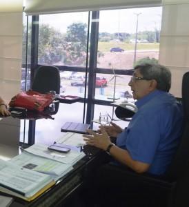Ex-vice governador do Maranhão no seu antigo gabinete
