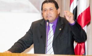 Deputado Jota Pinto na tribuna da ALEMA