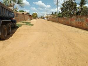 Uma das avenidas que serão asfaltadas.
