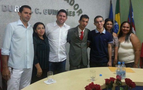 Fámilia, amigos e várias autridades locais foram parabenizar Marcos Santana.