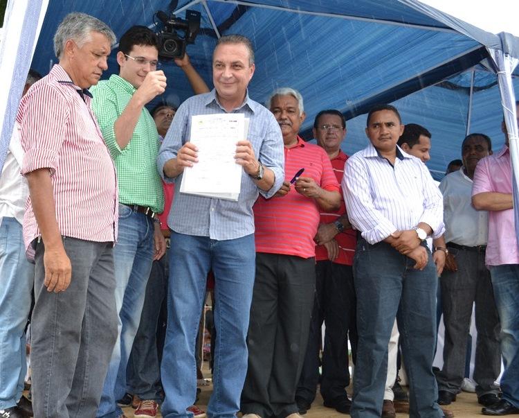 Foto 1 - Secretário, Luis Fernando assina ordem de serviço para pavimentação da MA 278 foto Dilmara Tavares